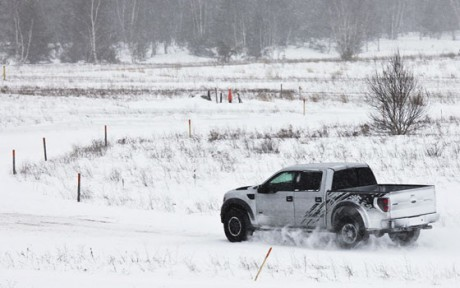 Ford F150 Raptor snow 02