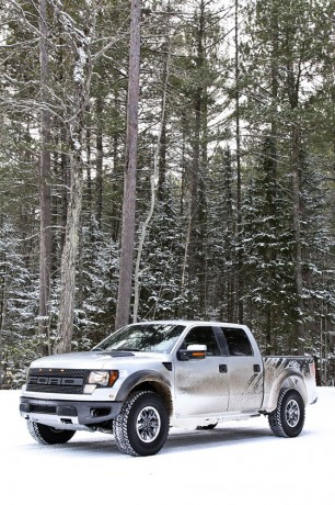 Ford F150 Raptor snow 03